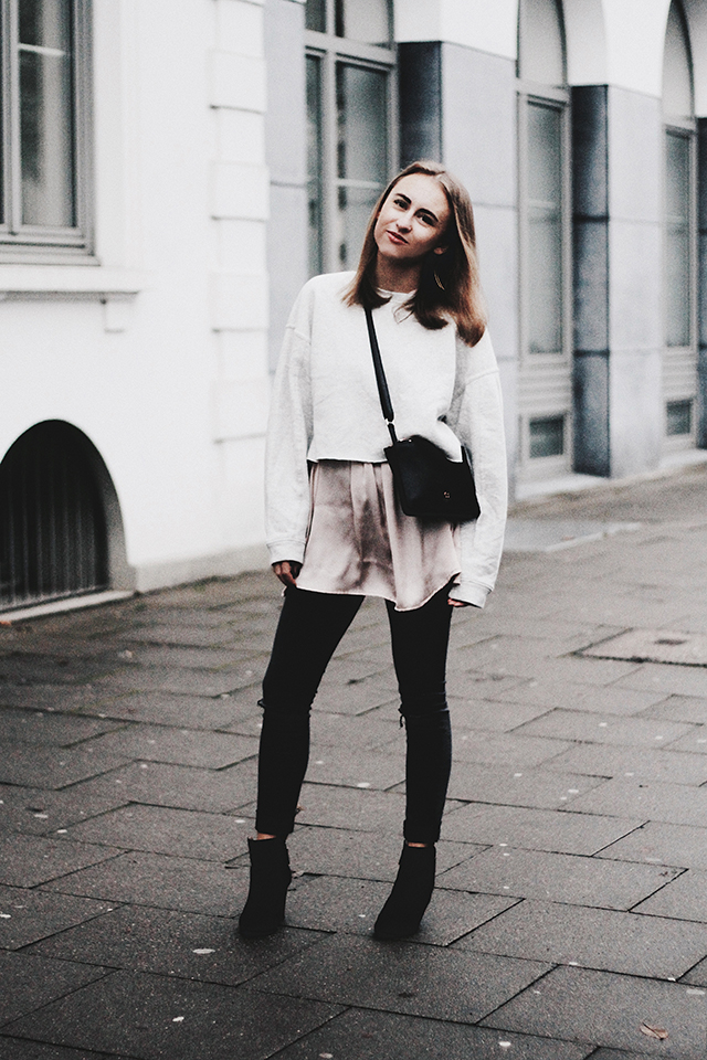 OUTFIT / SILK BLOUSE & CROP SWEATER