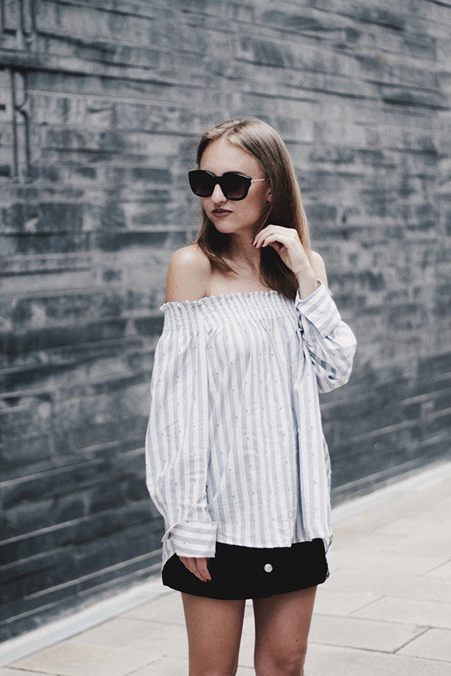 OUTFIT / STRIPED OFF-SHOULDER BLOUSE