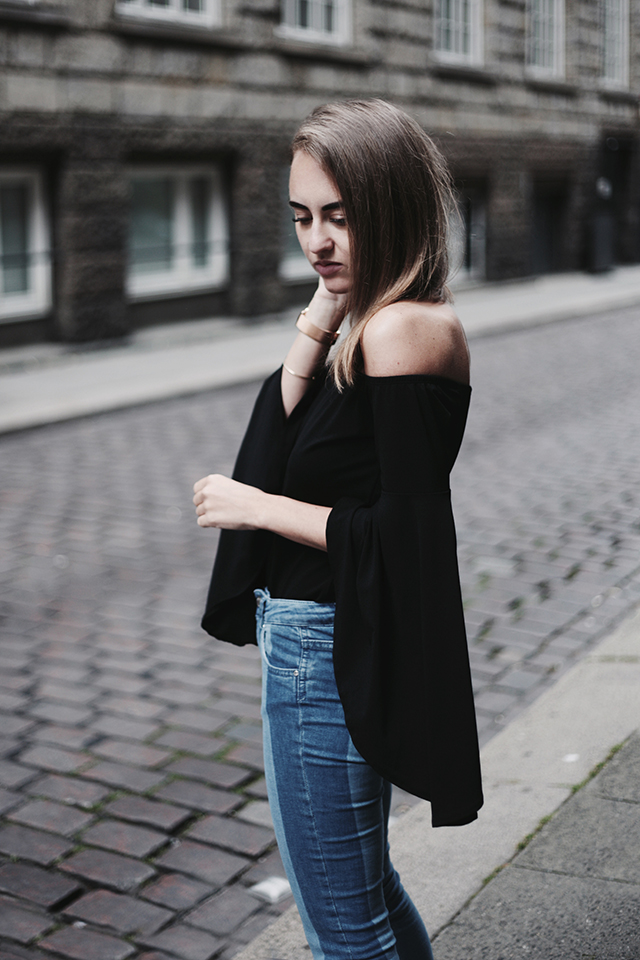 OUTFIT / FLARED SLEEVES & DOUBLE DENIM