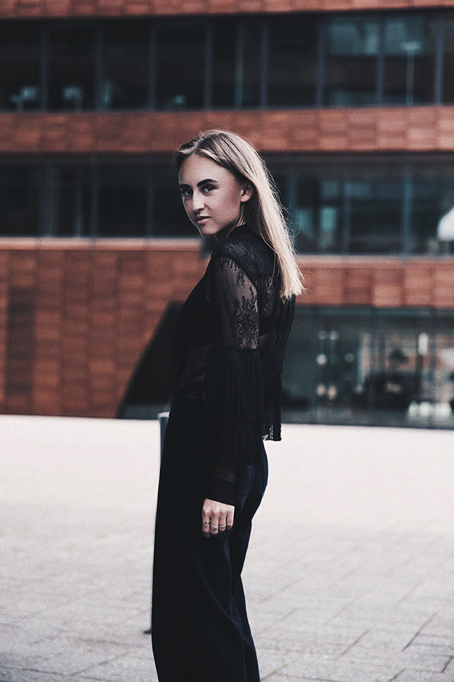 OUTFIT / BLACK LACE & NAVY CULOTTE