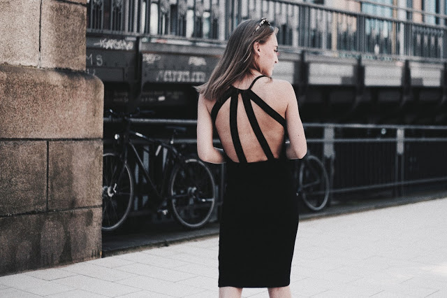 OUTFIT / BLACK SUMMER DRESS