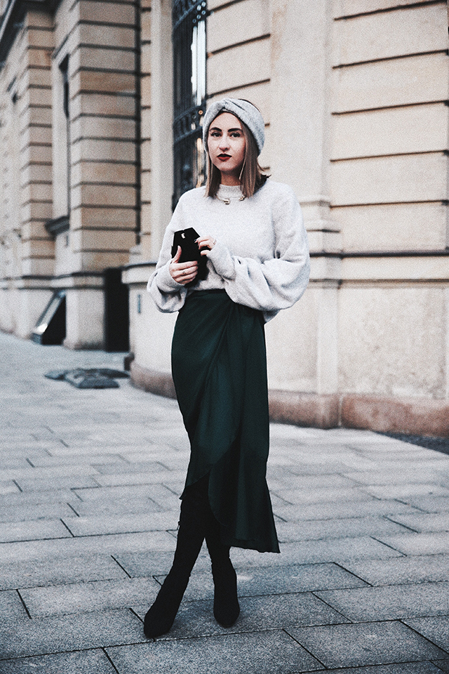 OUTFIT / FESTIVE MOOD WITH GREEN SILK & GREY WOOL